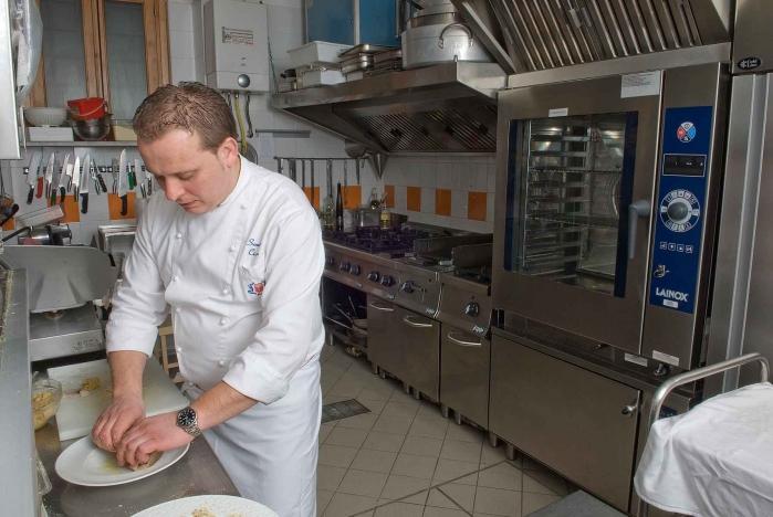 Sandro in cucina, ph. Vincenzo Di Stefano